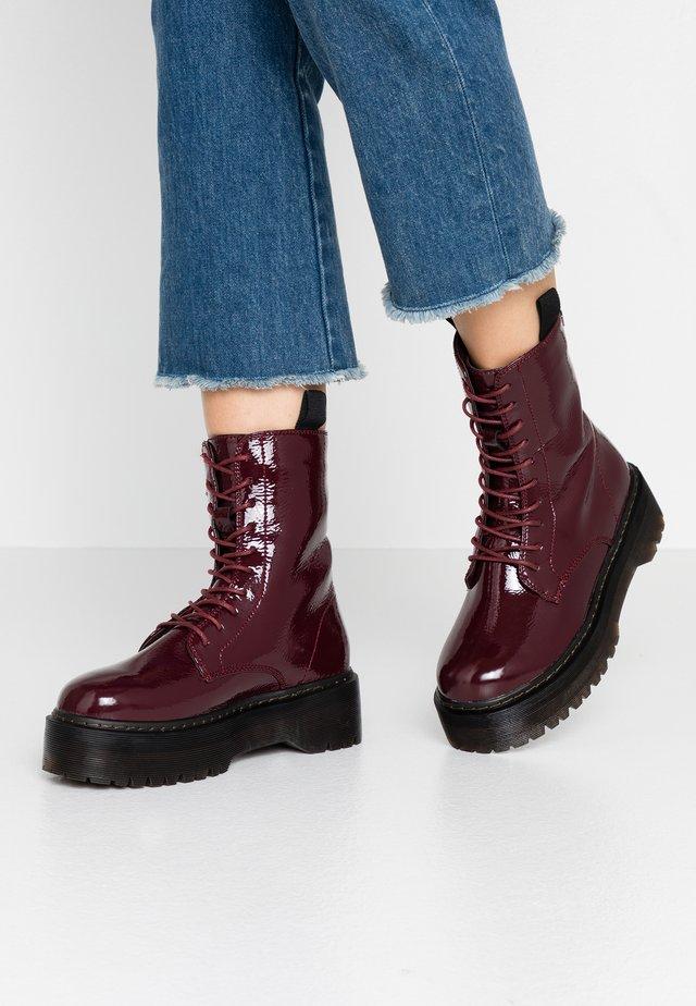 Kotníkové boty na platformě - burgundy