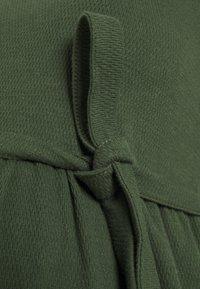 MAMALICIOUS - MLKAMINA DRESS - Žerzejové šaty - duffel bag - 2