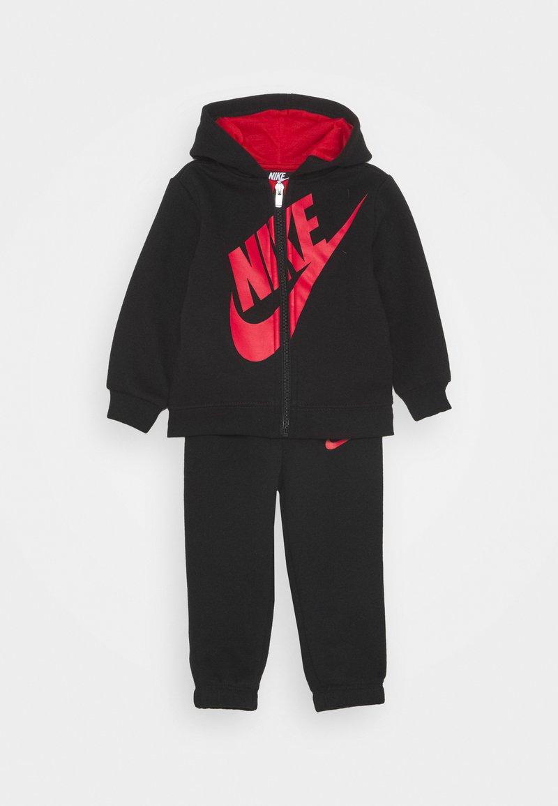 Nike Sportswear - SUEDED FUTURA JOGGER SET - Chándal - black