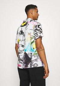 PRAY - MASH UNISEX  - Print T-shirt - multi coloured - 2