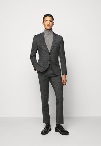 ARTI HESTEN - Suit - grey