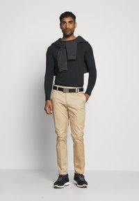Cross Sportswear - ARMOUR - Koszulka sportowa - black - 1