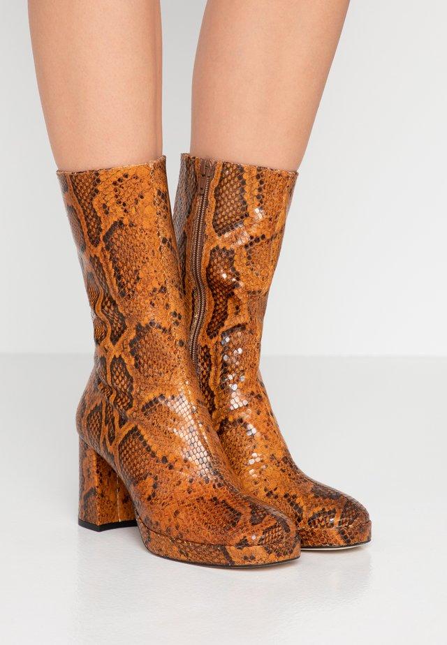 CARLOTA - Platform boots - citrine