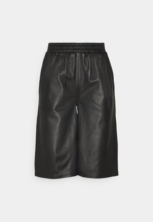 PASO BERMUDA - Shorts - black