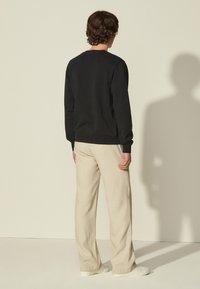 sandro - CREW UNISEX - Sweatshirt - noir - 2