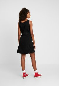 Levi's® - SIENNA DRESS - Dongerikjole - black book - 2