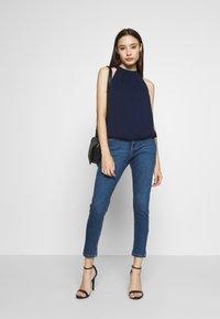 Dorothy Perkins Petite - PETITES MIDWASH ABRASION HARPER  - Slim fit jeans - mid wash denim - 1