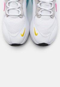 Nike Sportswear - AIR MAX VERONA - Trainers - white/pink glow/pure platinum/glacier ice/illusion green/speed yellow - 5