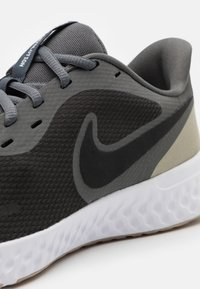 Nike Performance - REVOLUTION 5 - Zapatillas de running neutras - black/iron grey/light army - 5