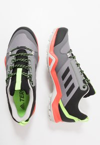 adidas Performance - TERREX AX3 - Obuwie hikingowe - grey three/core black/signal green - 1