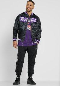 Mitchell & Ness - NBA TORONTO RAPTORS LIGHTWEIGHT JACKET - Club wear - black - 1