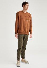 DeFacto - OVERSIZED - Sweatshirt - brown - 1