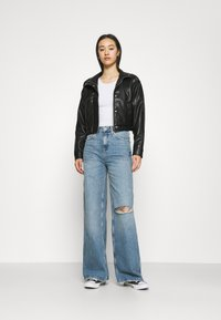 BDG Urban Outfitters - RIPPED KNEE PUDDLE - Jeans relaxed fit - dark vintage - 1