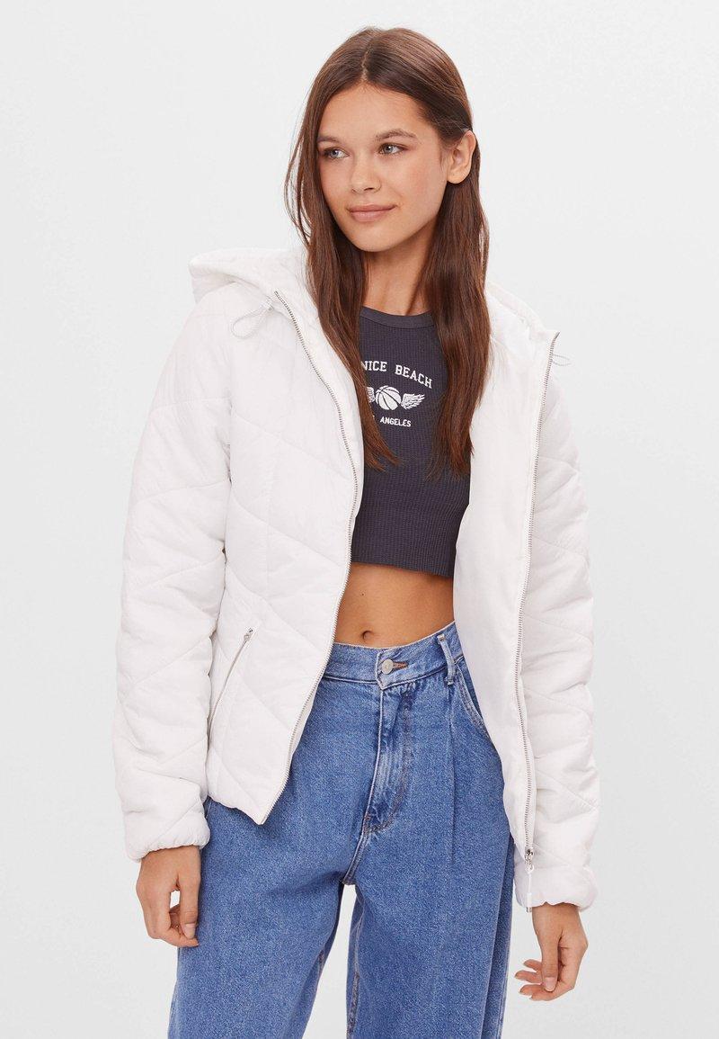 Bershka - Zimní bunda - white