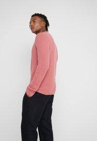 Filippa K - TOBIAS - Stickad tröja - pink cedar - 2