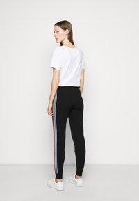 CHINTI & PARKER - STRIPE LEG TRACK PANTS - Tracksuit bottoms - black/multi - 2