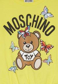 MOSCHINO - Printtipaita - blazing yellow - 3