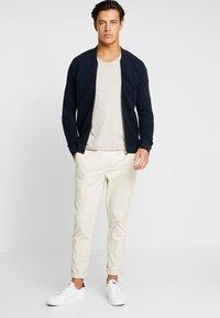 Selected Homme - SLHNEWMERCE O-NECK TEE - T-shirts basic - dove melange - 1