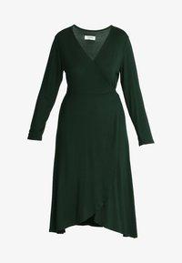 Zalando Essentials Curvy - Maxi-jurk - dark green - 4