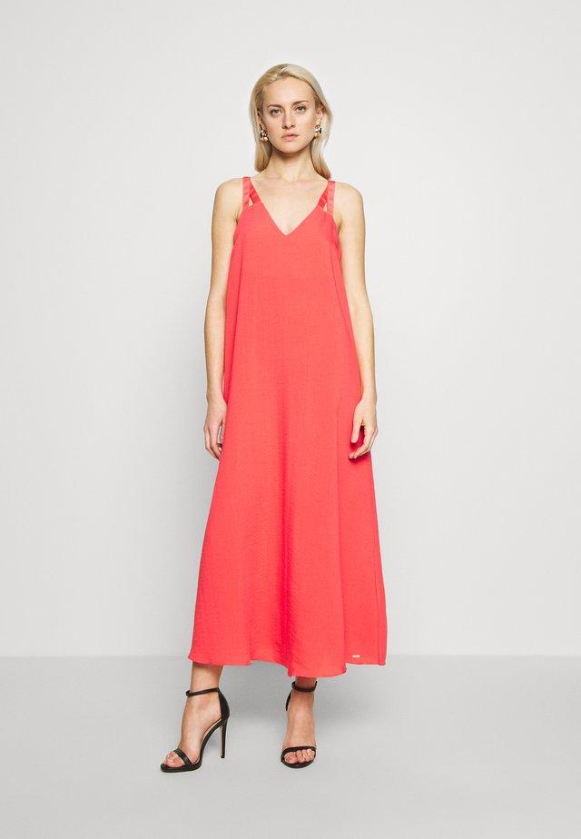 DRESS - Denní šaty - coral