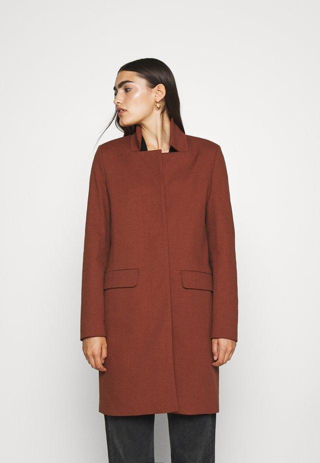 PORI - Krótki płaszcz - mahogany