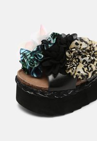 Colors of California - BES WITH FLOWER MIX - Mules à talons - black - 7