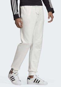 adidas Originals - R.Y.V. JOGGERS - Tracksuit bottoms - white - 2
