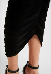 Club L London - RUCHED FRONT MIDAXI SKIRT - Blyantskjørt - black - 4