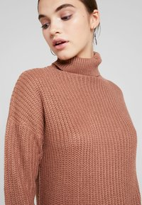 Missguided - ROLL NECK BASIC DRESS - Strikket kjole - mocha - 5