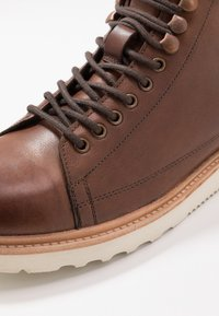 Jacamo - REAL MONKEY BOOT - Lace-up ankle boots - brown