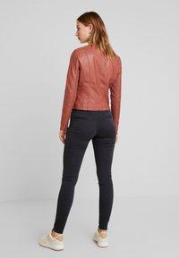 Vero Moda - RIAFAV SHORT JACKET - Faux leather jacket - mahogany - 2