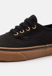 Vans - AUTHENTIC UNISEX - Sneakersy niskie - black - 5