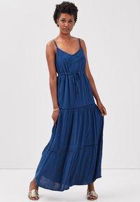 BONOBO Jeans - MIT RÜSCHEN - Maxi dress - bleu marine - 1