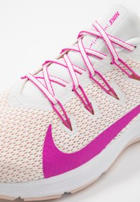 Nike Performance - QUEST 2 - Neutral running shoes - summit white/fire pink/washed coral - 5