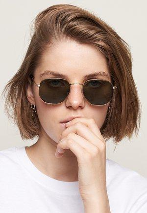 EYASI - Sunglasses - gold olive