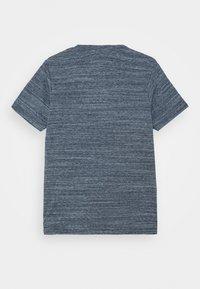 Jack & Jones Junior - JJGRAPHICMELANGE TEE CREW NECK - T-Shirt print - navy peony - 1