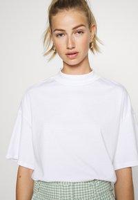 Monki - INA 2 PACK  - Basic T-shirt - white light - 3