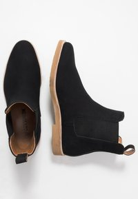 Cotton On - RALTON CHELSEA BOOT - Classic ankle boots - black - 1