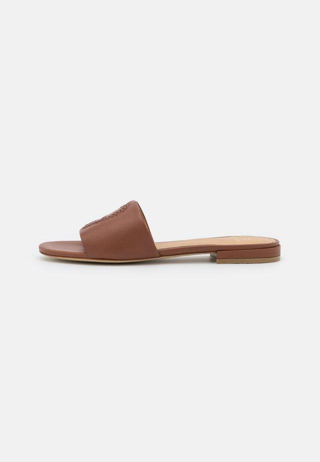 SHIRLEY - Pantofle - walnut brown