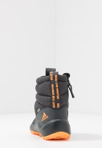 adidas Performance - RAPIDASNOW - Vinterstøvler - grey six/tech olive/flash orange - 4