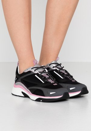 GILDA RUNN - Trainers - black