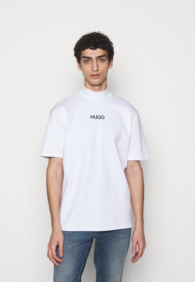 DAKAYO - T-shirt imprimé - white