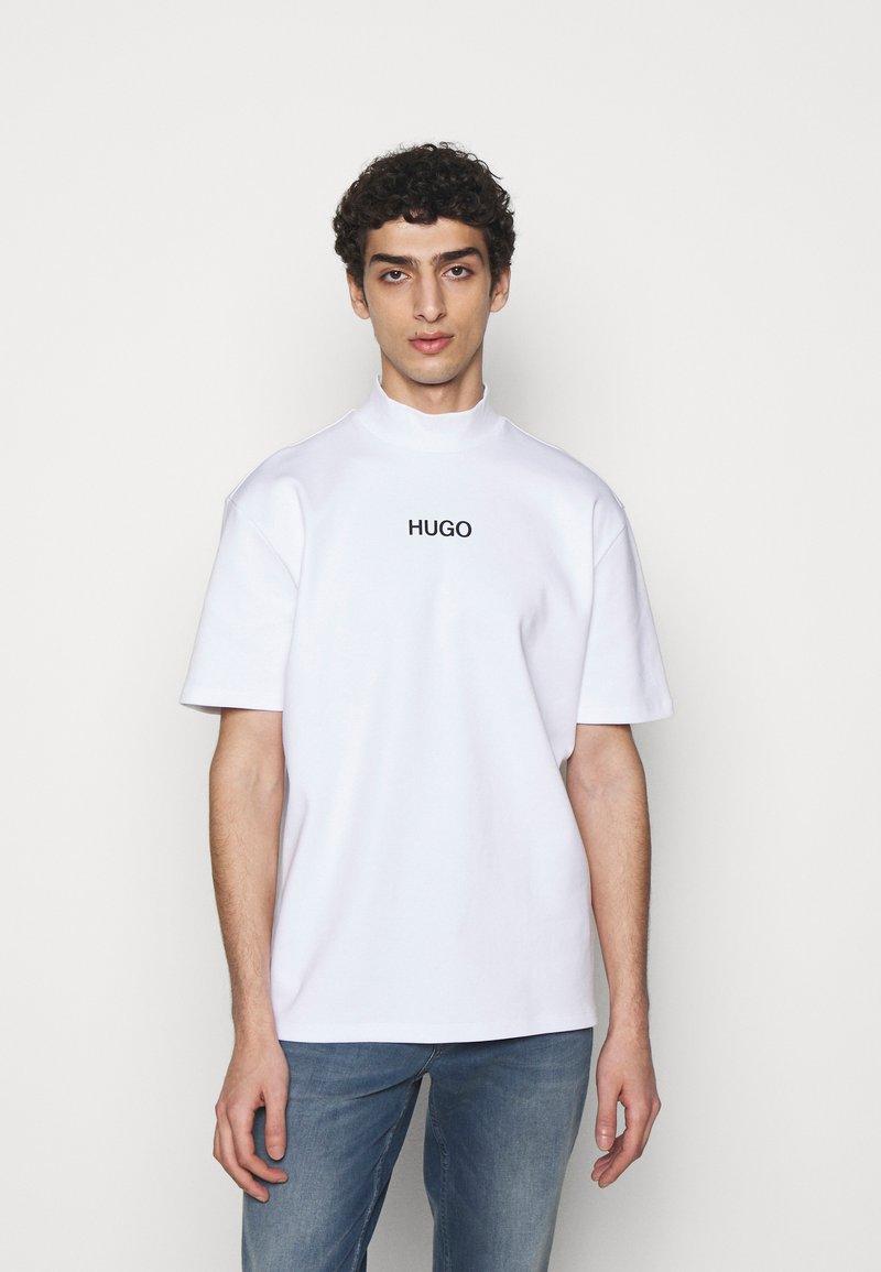 HUGO - DAKAYO - Print T-shirt - white