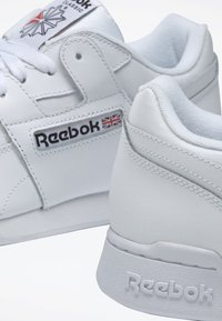 Reebok Classic - WORKOUT PLUS SHOES - Trainers - white - 6
