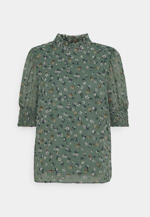 VMYARA - Print T-shirt - laurel wreath
