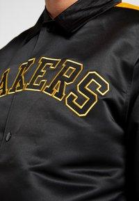 New Era - NBA LA LAKERS WORDMARK COACHES JACKET - Verryttelytakki - black - 5