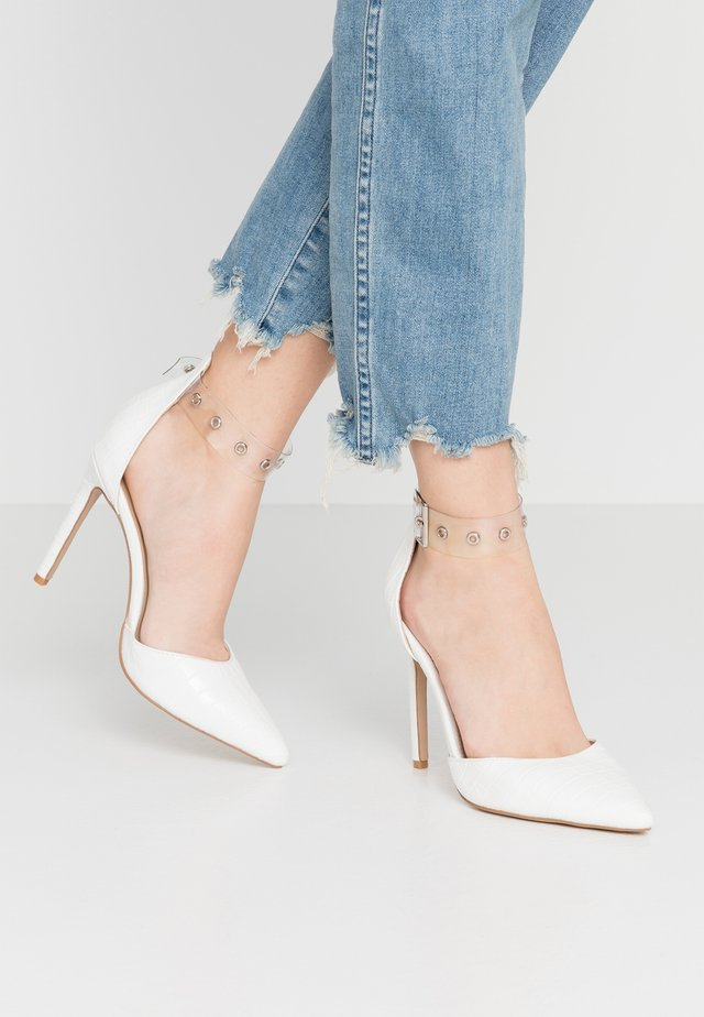YASMINE - Klassiska pumps - clear/white