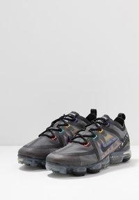 Nike Sportswear - AIR VAPORMAX 2019 SE - Trainers - black/psychic purple/flash crimson/university gold/kinetic green - 2