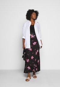 CAPSULE by Simply Be - PRINT SKIRT - Maxi skirt - black/burg - 1