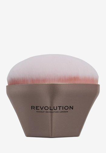 REVOLUTION AIRBRUSH FINISH BLENDER BRUSH - Makeup brush - -
